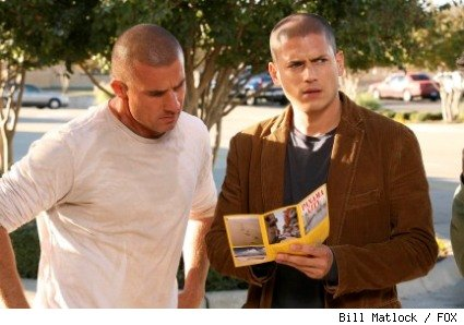 Lincoln (Dominic Purcell, L) and Michael (Wentworth Miller, R) plot their next move in the PRISON BREAK finale episode 'The Art of the Deal.'
