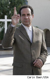 Adrian Monk w/fingers