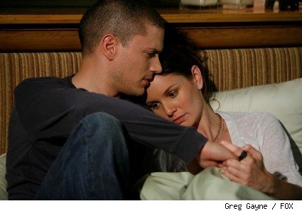 Michael (Wentworth Miller, L) and Sara (Sarah Wayne Callies, R) reunite on the two-hour Season Four premiere episode of Prison Break.