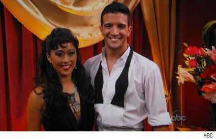 Kristi Yamaguchi &amp; Mark Ballas - Dancing With The Stars