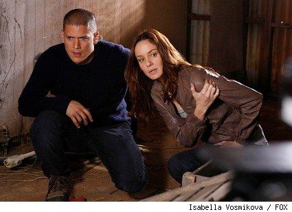 Michael (Wentworth Miller, L) and Sara (Sarah Wayne Callies, R) learn the dangers of hitchhiking as they make their way to Miami.