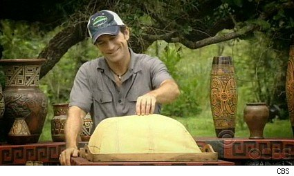 Jeff Probst hosts the auction on Survivor Tocantins