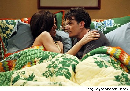 charlie_sheen_in_bed