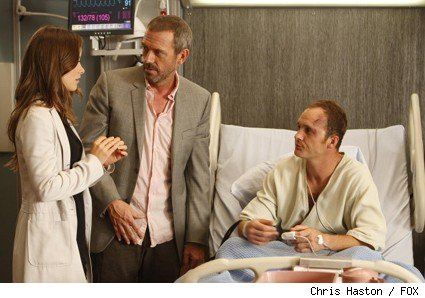 House (Hugh Laurie, C) and Thirteen (Olivia Wilde, L) reveal some interesting information about their patient, Mickey (guest star Ethan Embry, R), in the HOUSE episode 'The Down Low.'