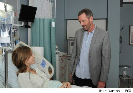 House (Hugh Laurie, R) is interested in meeting an attractive patient (Beau Garrett, L) who he believes suffers from psychopathy in the HOUSE episode 'Remorse.'