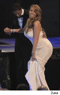 Mariah Carey stumbles at People's Choice Awards 2010