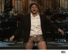 Ashton Kutcher rips pants off on Saturday Night Live