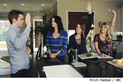 Dan Byrd, Courteney Cox, Christa Miller, and Busy Philipps in 'Cougar Town' - 'When a Kid Goes Bad'