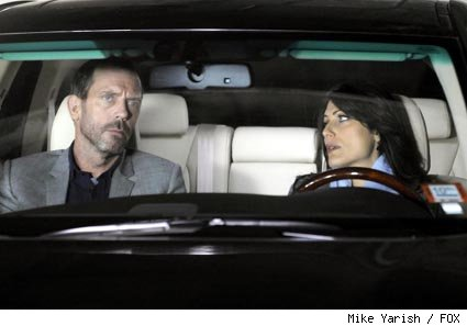 Cuddy (Lisa Edelstein, R) asks House (Hugh Laurie, L) for some advice in the HOUSE episode '5 to 9.'