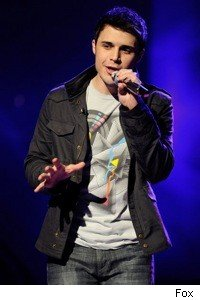 kris_allen_microphone_american_idol