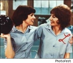 laverne_and_shirley_bowling