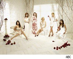 desperate_housewives_cast_white_set