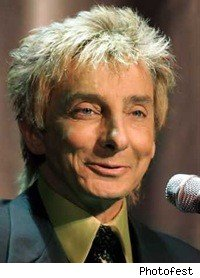 barry_manilow_microphone_smiling