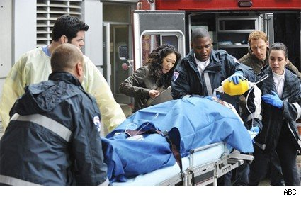 The cast of Greys deal with a patient.