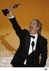 Jeff Bridges accepting his Oscar for Best Actor for