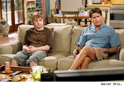 two_and_a_half_men_couch_jake_charlie_2010