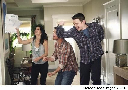 Courteney Cox, Brian Van Holt, and Dan Byrd in 'Cougar Town' - 'Letting You Go'