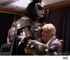 Gene Simmons' Mother Visits on 'Family Jewels'