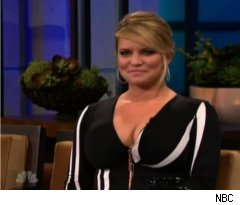Jessica Simpson Talks Gum Habit on 'Tonight Show'