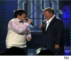 Lin Yu Chun, William Shatner Duet on 'Lopez Tonight'
