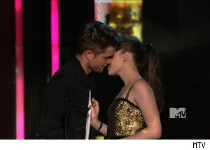 Robert Pattinson and Kristen Stewart Try to Avoid Making Out