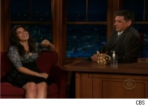Robot Geoff Gets Dirty for America Ferrera on 'Late Late Show'