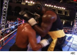 Shaquille O'Neal Boxes Against Sugar Shane Mosley