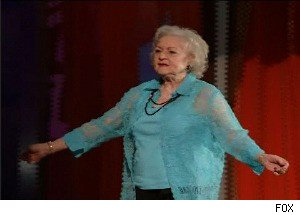 Betty White Rubs Her Butt Against Sandra Bullock on the '2010 Teen Choice Awards'
