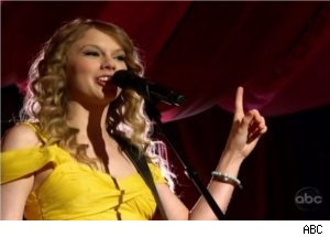 Taylor Swift Performs 'Mine' at 'CMA Music Festival'