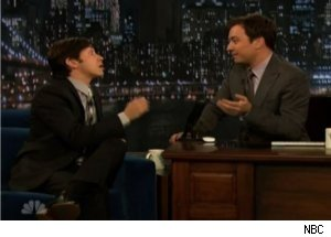 Justin Long Gives Interview in Fake Voice on 'Late Night'