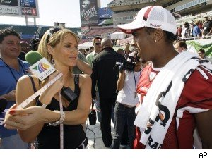 Inez Sainz measuring a Cardinals' receiver's bicep during the Super Bowl XLIII Media Day in 2009