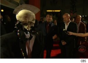 Robot Geoff Interviews 'Red' Stars at Premiere
