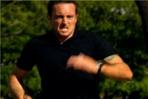 Steve Chases Down Cyclist on 'Hawaii Five-0'