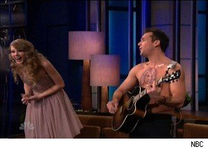 Dane Cook Goes Shirtless, Flashes His 'Taylor Swift Tattoo' at ... Taylor Swift