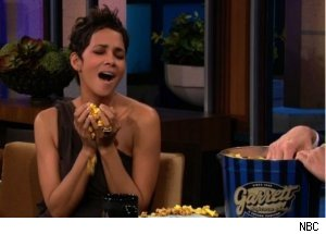 Halle Berry Tastes Garrett Popcorn on 'Tonight Show'