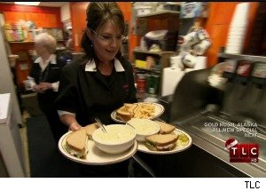 Sarah Palin Attacks Michelle Obama's Anti-Obesity Campaign, Then Serves Up Some Food
