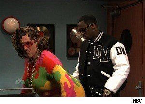 Robert De Niro Dresses in Drag, Flirts With Diddy on 'SNL'
