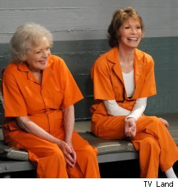 Betty White and Mary Tyler Moore in 'Hot in Cleveland'