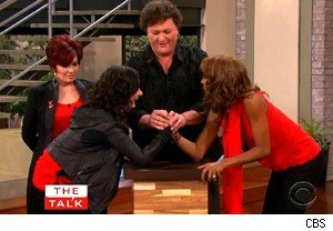 Dot-Marie Jones of 'Glee'  teaches Sara Gilbert and Holly Robinson Peete to arm wrestle on 'The Talk'