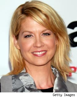 Jenna Elfman Eyes Return to TV, Christina Ricci in Talks for 'Pan Am' and More Casting News