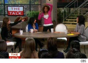 Holly Robinson Peete and Leah Remini Imitate Drunken Fan on 'The Talk'