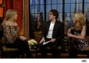 Josh Groban is the 'Meat in a Babe Sandwich' With Heather Locklear and Kelly Ripa