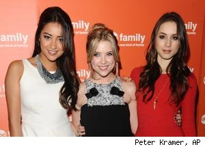 Pretty Little Liars, Shay Mitchell, Ashley Benson, Troian Bellisario