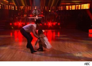 Maksim Chmerkovskiy & Lacey Schimmer fall as Toby Keith performs, 'Dancing with the Stars'