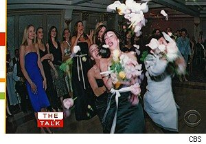 Jennifer Love Hewitt loses the bouquet on 'The Talk'