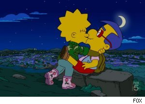 Lisa kisses Milhouse, 'The Simpsons' - 'Homer Scissorhands'