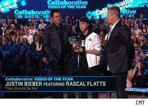 Justin Bieber & Rascal Flatts, 'CMT Music Awards 2011'