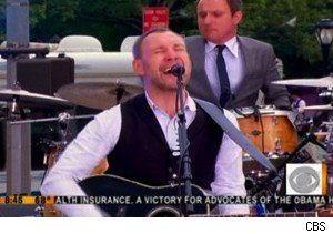 David Gray performing on 'The Early Show'