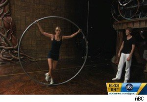 Lara Spencer tries out for Cirque du Soleil on 'Good Morning America'