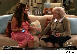 Jennifer Love Hewitt and Betty White on 'Hot In Cleveland'